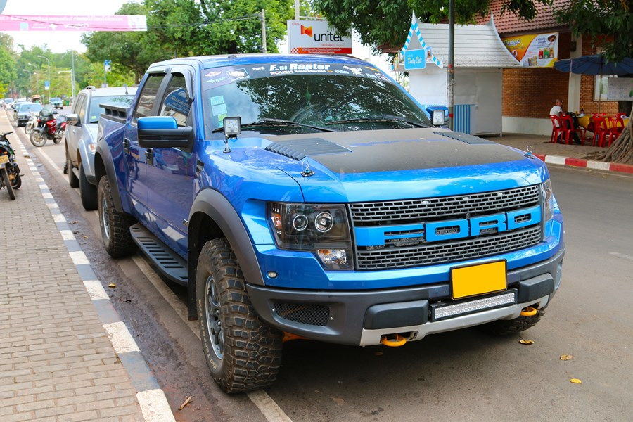 One of the many 4x4 utes in Laos